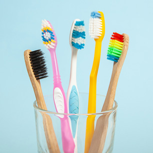 INT_CopyImage_Bathroom2_Toothbrush_00011166.jpg position: relative